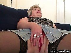 סבתא זקנה חדירה כפולה