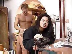 Angelica Bella křičí rozkoší jako tlustý péro vstoupí její chlupatý trhliny