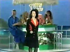 Tutti Frutti - Big Tits Striptease