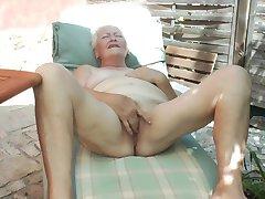 Babička Vera D. 65 rokov