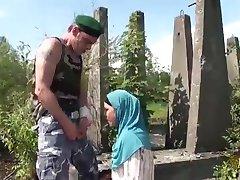 Arabe Hijab Épouses préfèrent le Grand Ouest Bites des Nordiques, des Soldats de l'OTAN