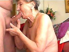 Babička má rád hrať na flautu 1