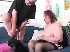 Старая большая девочка играет со стариком подбородок от 1fuckdatecom