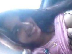 Horúce Indickej College Girl Fúka BF vo Vnútri Auta