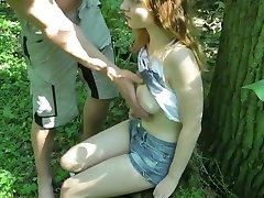 Teen im Wald gefickt