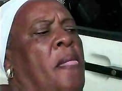 Granny Ebony 68 y Elder fuckin young bbc