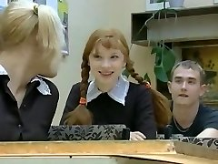 Nové Dievča v Škole