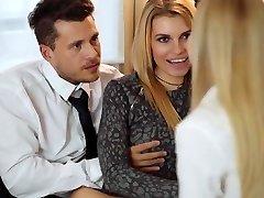 LOS CONSOLADORES - Erotično FFM troje z Karina Grand