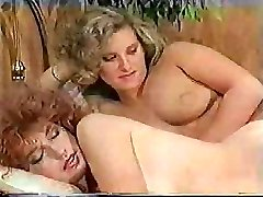 Big-dicked tranny makes her sexy girlfriend feel really excited