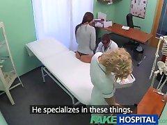 FakeHospital كل من الطبيب و الممرضة تعطي المريض الجديد شامل الجنسي الاختيار