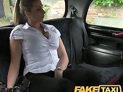 FakeTaxi gorąca blondynka kobieta-policjant w taksówce zemsta