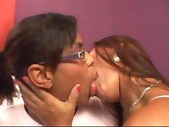接吻的脂肪的嘴唇,negras besandose