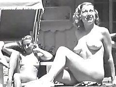 Vrouwen in een Zwembad