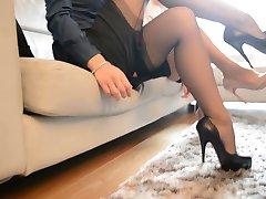 2 hot sexy sekretarka, patrząc na dani (FF pończochy)