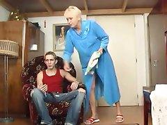 Babcia pieprzy chłopca