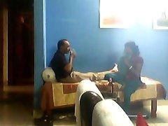 Indiai férfi kurva a tini sali hiányában a felesége