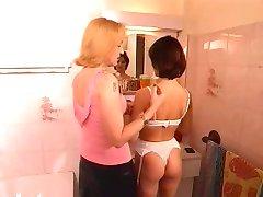 lesbians mature brune and blonde