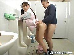 Ázijské kúpeľňa obsluhujúci je v mens part4