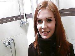 Rødhåret med uskyldige ansikt gjør ting perv
