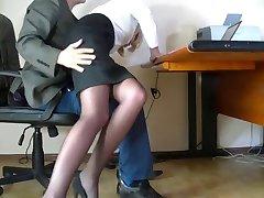 Verborgen camera filmde een bescheiden secretaris