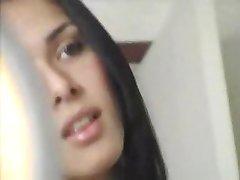 Prachtige Tranny Aansluitingen Uit Met Dildo In Haar Kont