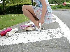 Teen hoppe tau i høye hæler UPSKIRT utsikt