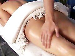 Massage neuken met facial cumshot