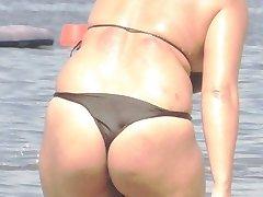 Bbw bikini - iskren magarac Beach попой voajer - špijuniranje pušaka