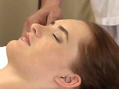 Massage Kamers tiener blonde en rode hoofd diep orgasme van dikke lul