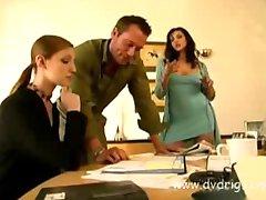 Posuwał jego żonę i sekretarza