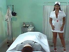 Busty Brytyjska pielęgniarka Olied piersiami & fuck