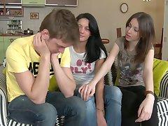 Dwie rosyjskie dziewczyny szukają Dick