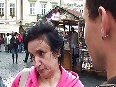 Turysta Babcia Dostaje Garbate 1