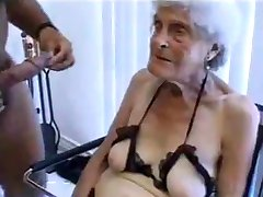 Brzydka stara babcia pieprzy