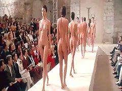 Naakt Verontreinigen op Paris Fashion Week BVR