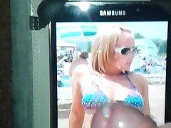 Bikini MILF Nina Krijgt Spunky Cum Eerbetoon