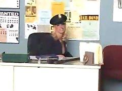 erotyka blondynka w komisariacie