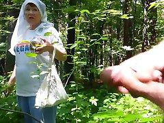 好的祖母在森林里