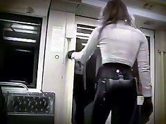 andar de metrô em látex
