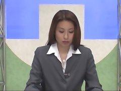 Japonski bralnik novic bukkake