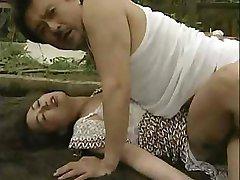 Mujer Atropellada Por El Coche Y Violado