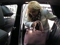 FakeTaxi - Rubia seducida por el conductor del taxi