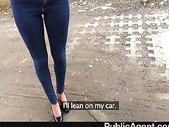 PublicAgent - el Joven de cabello negro y follar en el coche