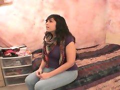 Brunette babe saugt für das Fotoshooting - Fitzgerald Medien