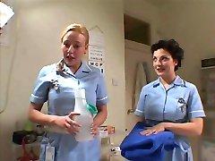 To Britiske Sykepleiere Såpe Opp Og Skru En Heldig Fyr