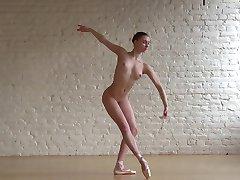 Joustava Ballerina Hilaria & Alasti Klassinen