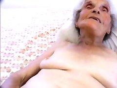 giovane ragazza batteva il più antico slut su internet