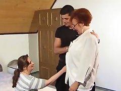 Facet pieprzy babcia i МИЛФ