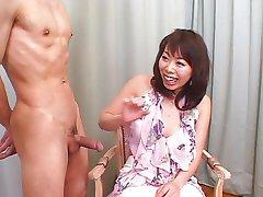 Japāņu meitene blowjob darba