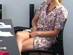 masturbazione dietro la scrivania